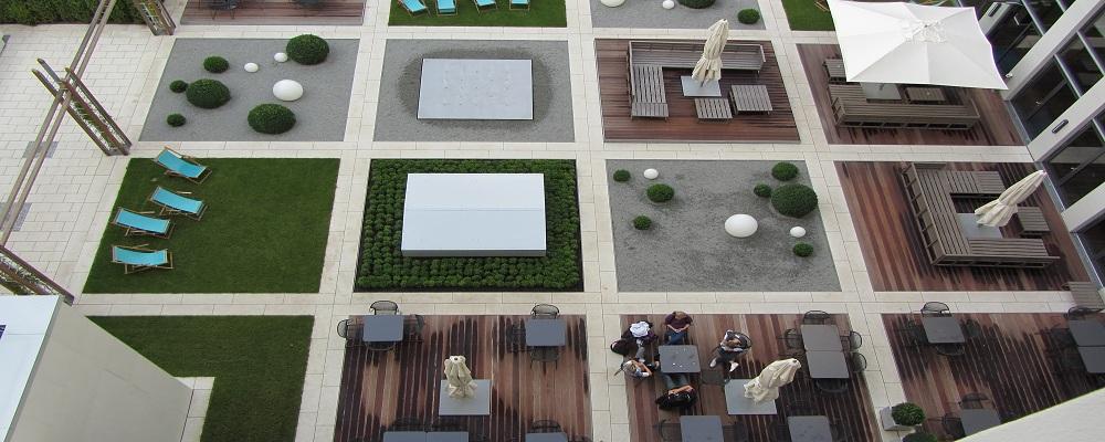 Quadratisch, praktisch, gut - ein Blick in den Hotel-Innenhof