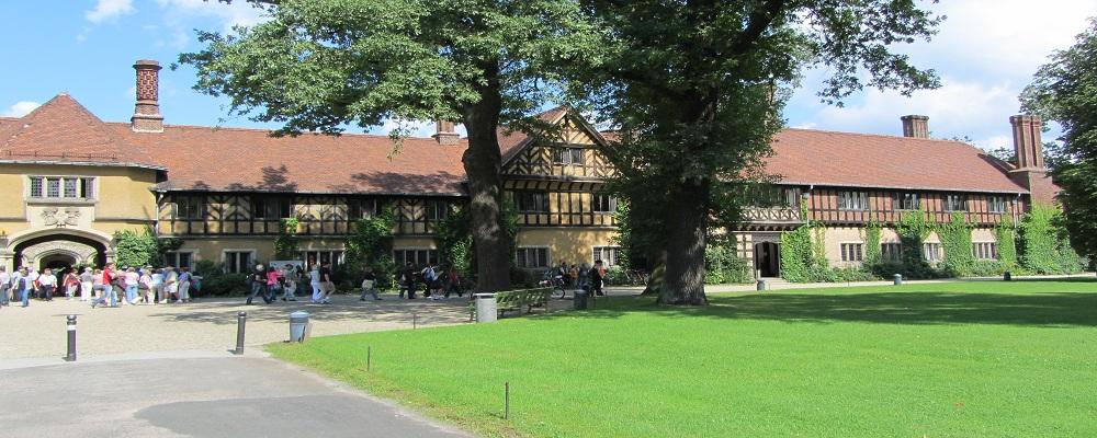 Nur ein englisches Landhaus oder doch ein historisches Gebäude am Wannsee